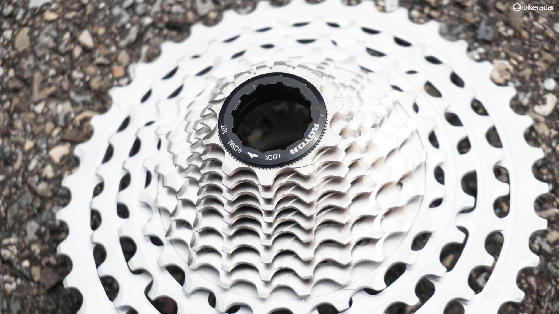 The 10t cog sits outboard of the end of the freehub