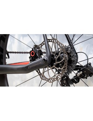 Sharing space at Uno's hoods is a regular open system hydraulic brake made by Magura