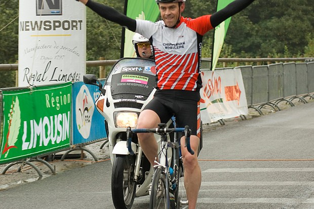 BikeRadar's editor Jeff Jones wins the road race at the 2008 journo world's in France