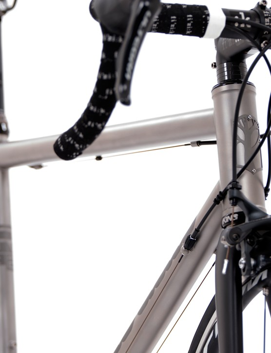 An Enve carbon fork is on the front