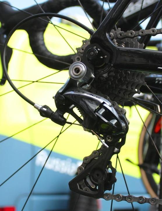 Sagan's Roubaix had mechanical Dura-Ace, while his first-100km Tarmac had Di2