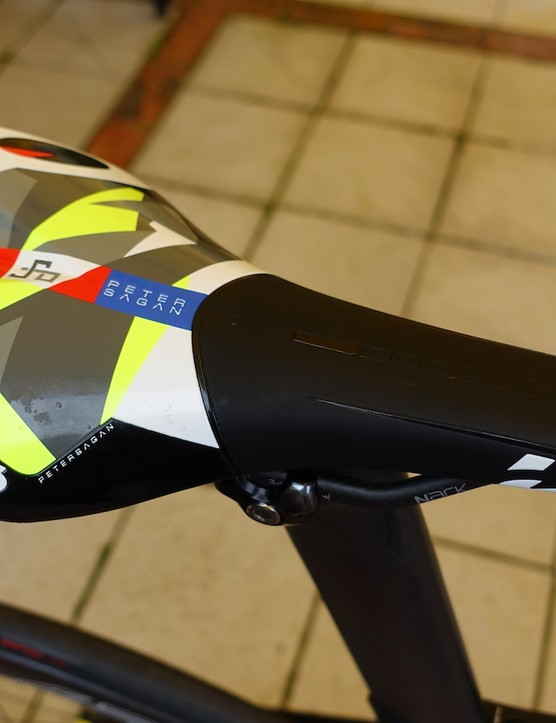 The world champion's throne is a Prologo Scratch 2 saddle with Nack carbon rails and a Peter Sagan/Tinkoff color scheme. His seat height is 76.1cm