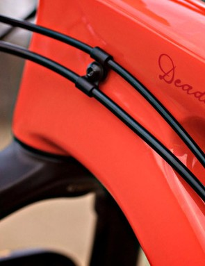 The Deadwood uses external cable routing with a port on the seat tube for an internally-routed dropper seatpost
