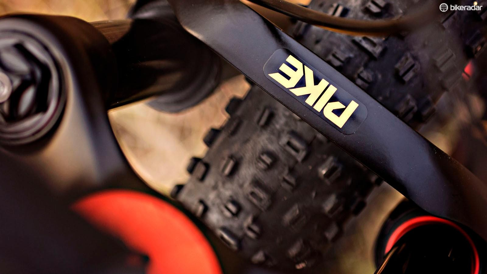 Salsa worked with RockShox to roll out a 100mm version of the 29+ Pike RC specifically for the Deadwood