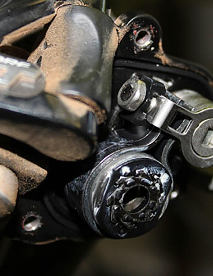 Although XT and SLX Shadow Plus models lack the integrated wrench, the adjustment is the same