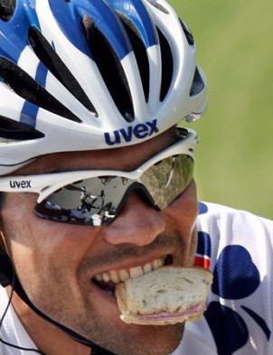 Setting your Garmin to alert you of feeding intervals can help you concentrate on the riding instead