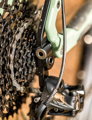 The swinging dropoutscan be swapped for650b+, 142x12mm orsinglespeed versions