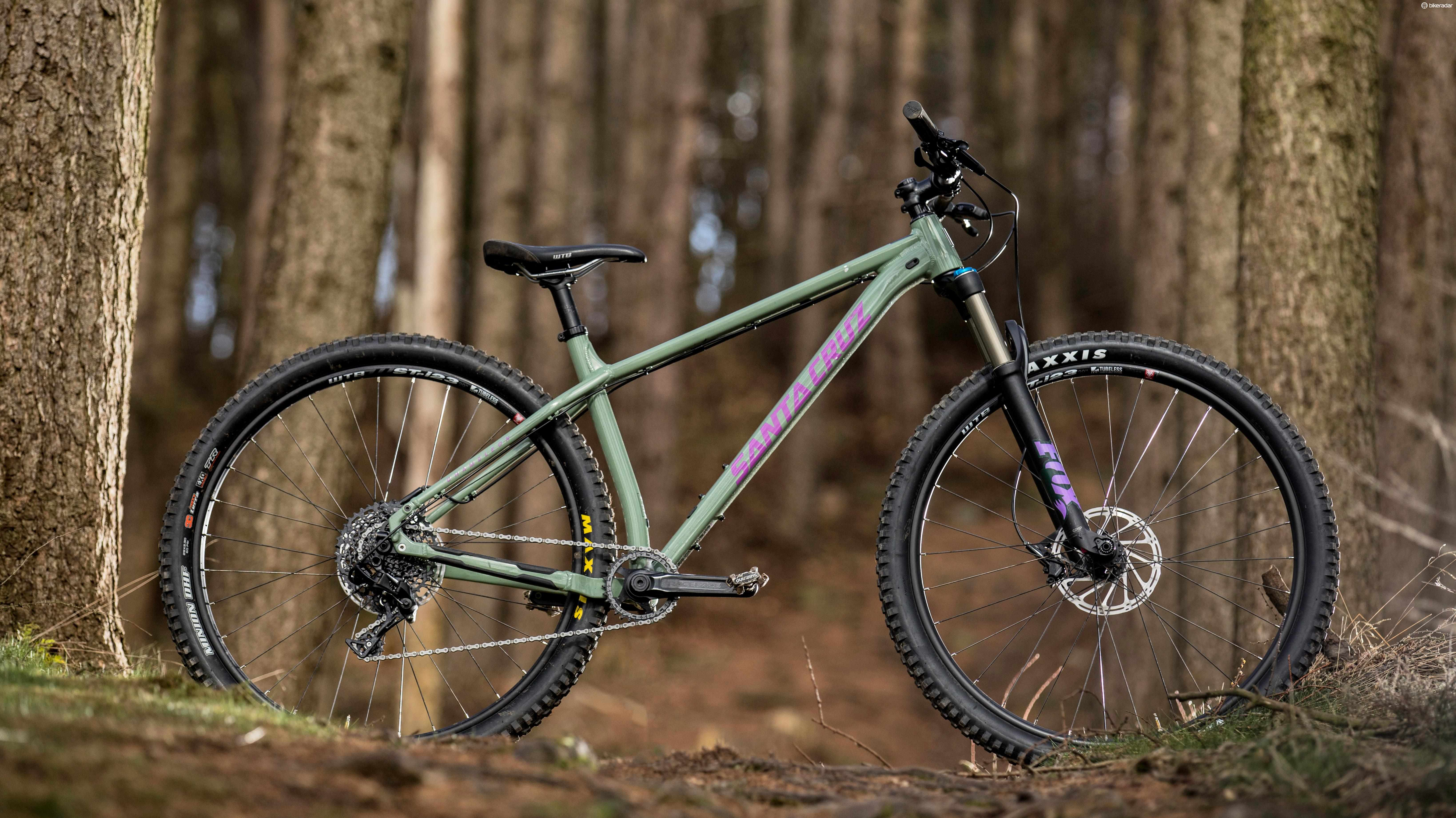 The Chameleon's short tapered head tube allows low bar height for racier riders but plenty of top tube and down tube overlap along an extended seam keeps steering obedient