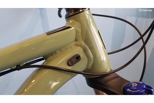 There's a port on the downtube as well as the seat tube for an internally-routed dropper seatpost