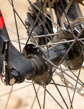 The torque cap-equipped front hub and Pike RC fork make for a formidably precise front end