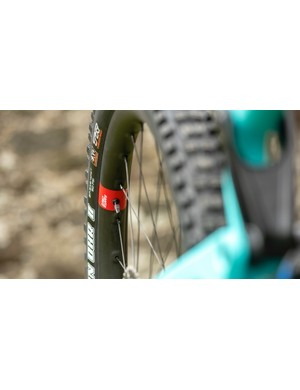 Santa Cruz's Reserve 30 wheels adorn this model, which came with 2.5in (f) and 2.4in (r) Maxxis WT tyres