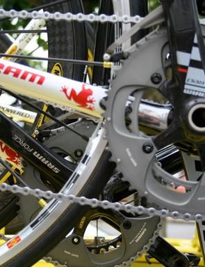 SRAM's mid-range Force crankset is preferred by one Saunier Duval-Scott rider…