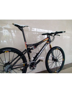 Uses Cannondale's Si SL 2x9 mountain crankset with ceramic bearings