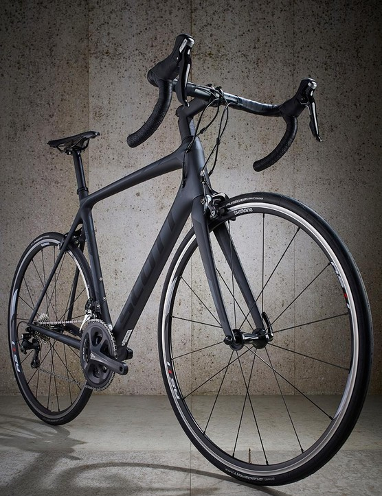 A dark grey paint job with black highlights keep the Scott looking stealthy