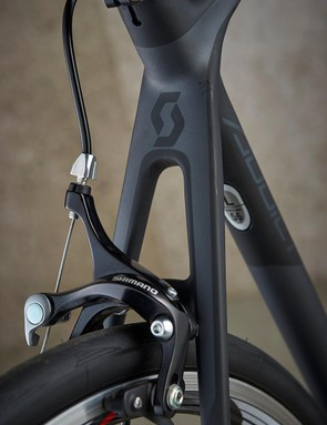 The Scott relies on Shimano BR-R561 callipers to control its speed