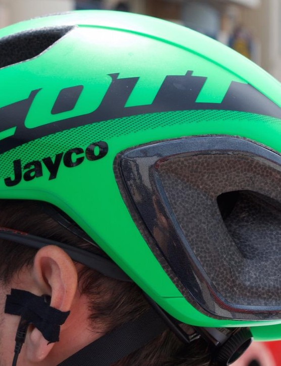 Five larger vents on the front of the helmet and two on the rear offer ample ventilation