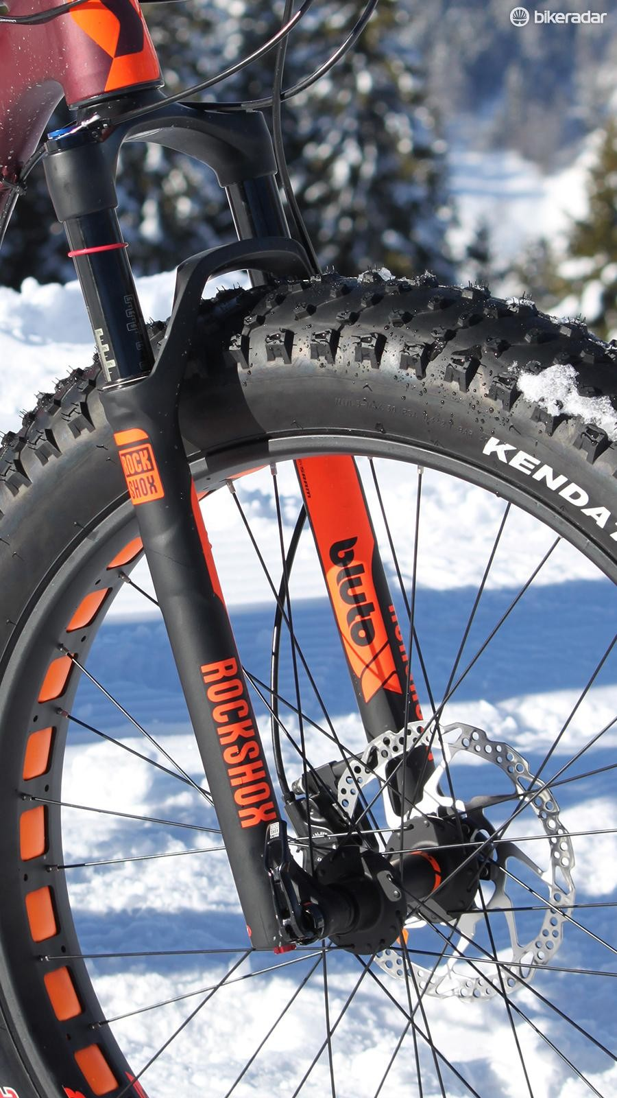 For our snow racing test, we'd have preferred to swap out the Bluto suspension fork for a lighter rigid unit