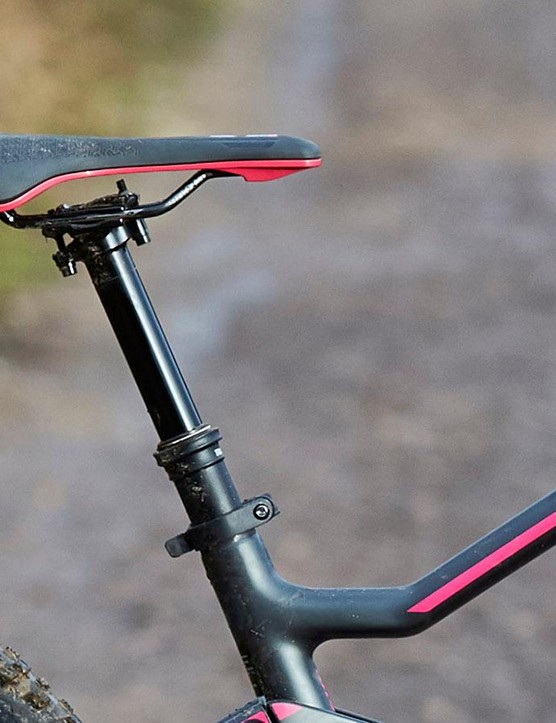 The dropper seatpost has, unusually, a quick release rather than bolt collar