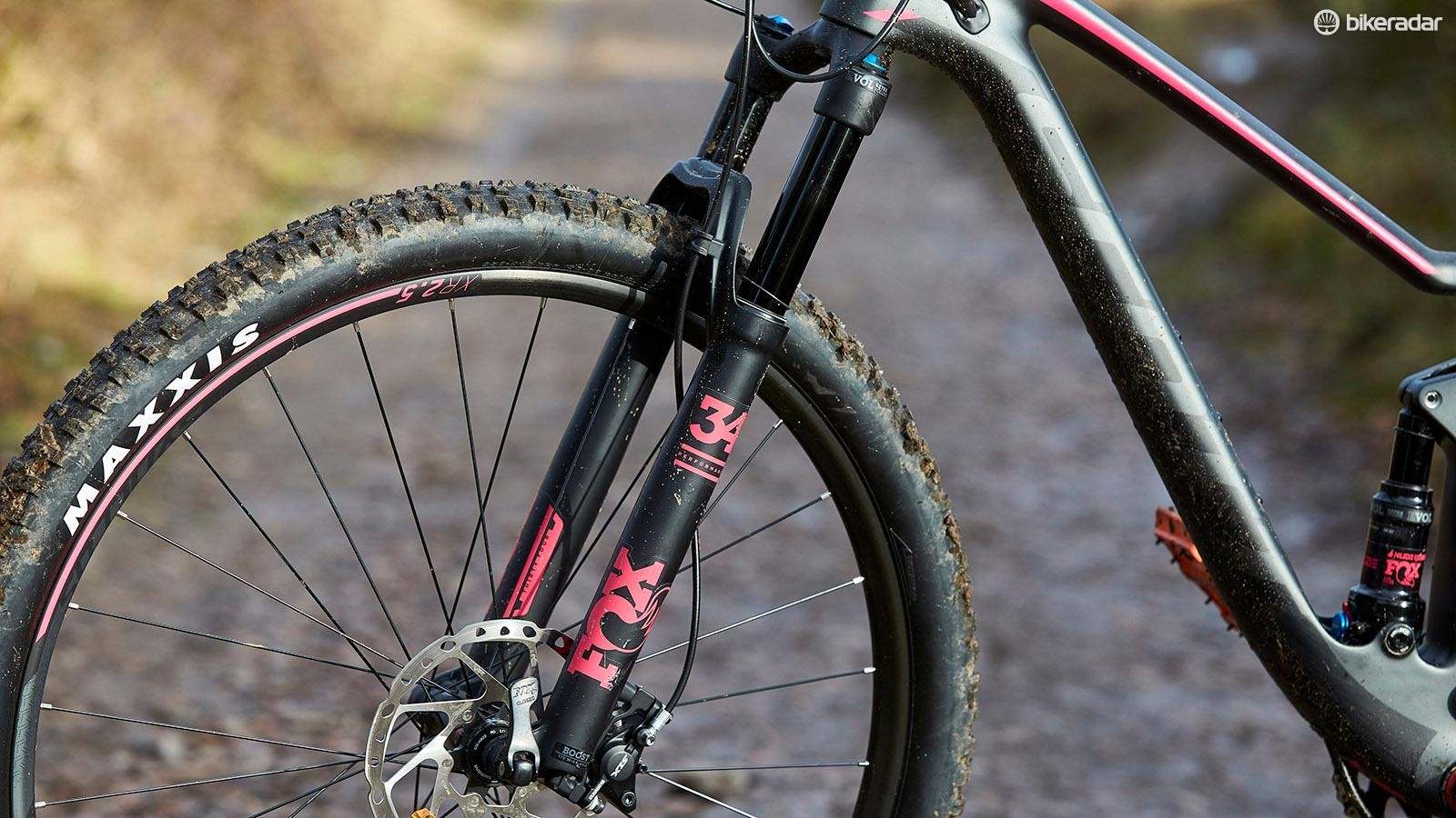FOX 34 Float Performance forks with 120mm of travel provide suspension up front