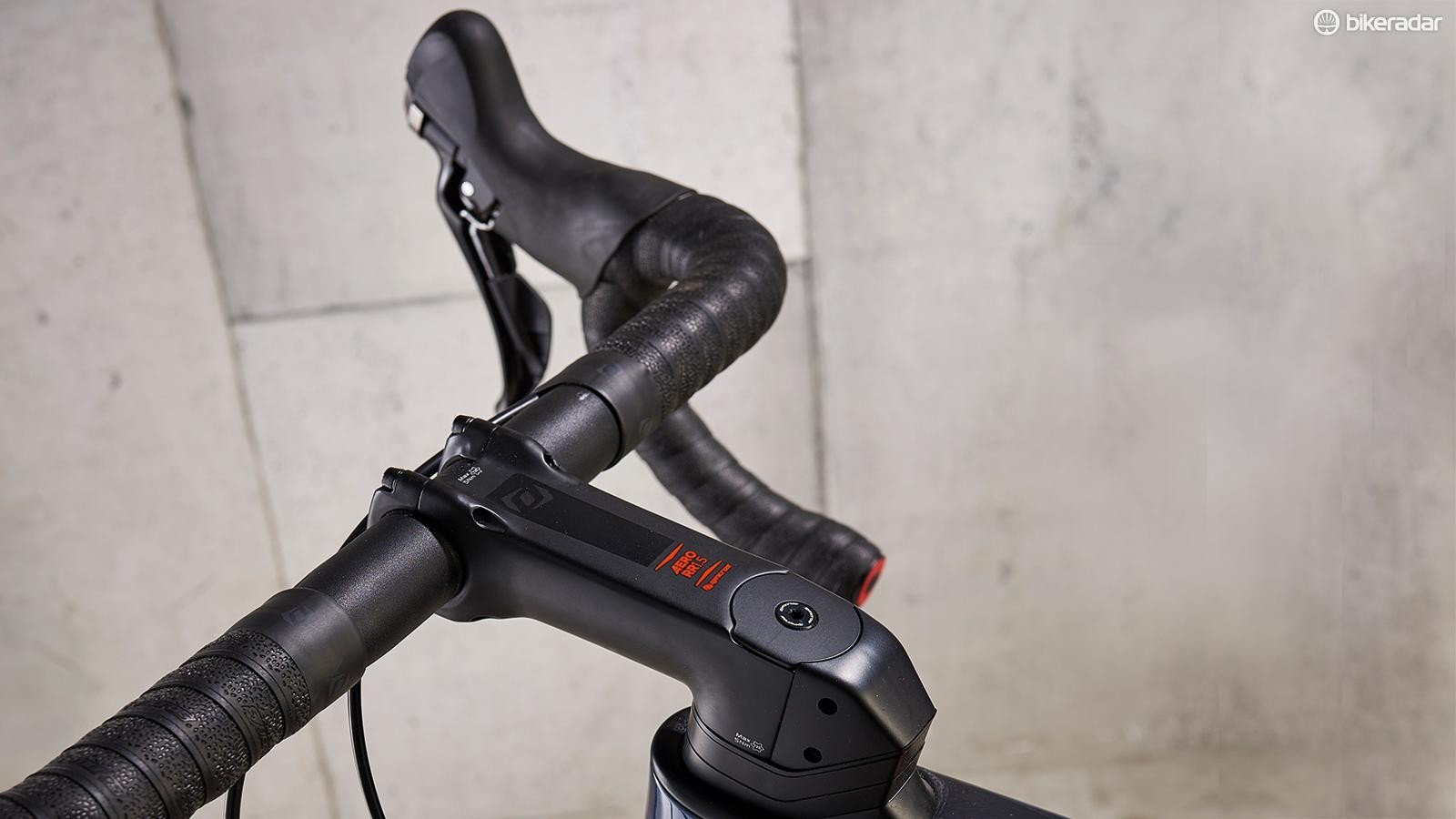 Scott sub-brand Syncros provides the compact bar and stem