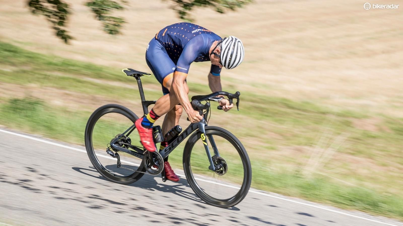 With fast and plush tires, snappy handling and one-finger braking, the Foil Premium Disc is a delight to rally on (and even off) the paved road