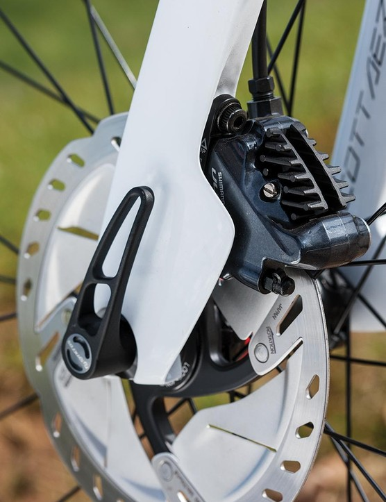 Shimano R8070 brakes with 160mm Icetech rotors offer exceptional braking