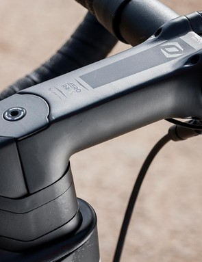 Scott's component arm Syncros provides the bar and stem
