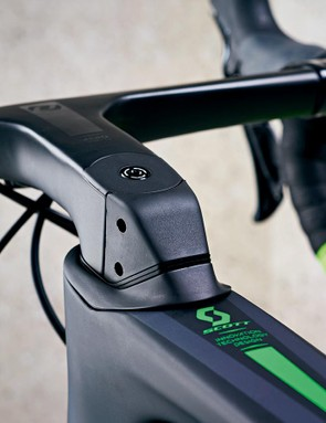 The unique integrated stem and bar are from Scott's house brand Syncros