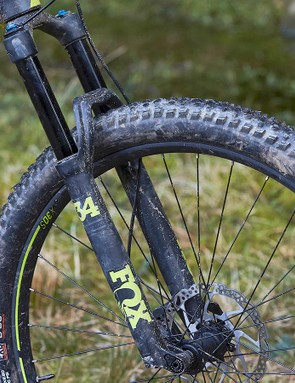 While our test bike was shod with 2.6in Maxxis Recon tyres, the standard production bike should come with Schwalbe Nobby Nics but also in 2.6in