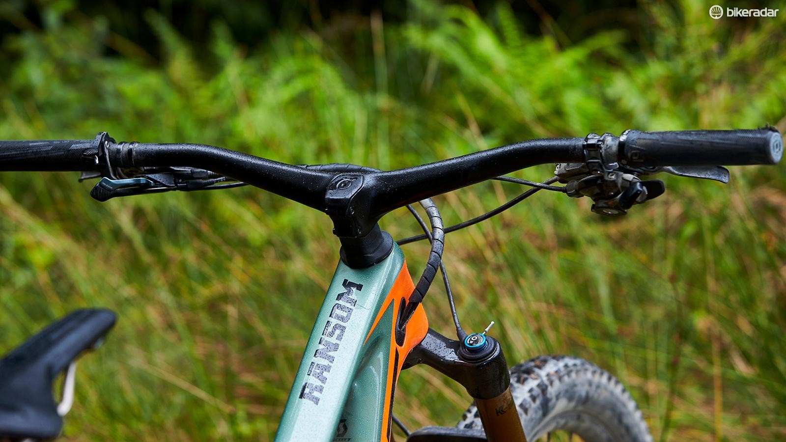 Not everyone will get on with the integrated bar and stem, though this latest version has a higher 20mm rise and is available in 780 or 800mm options. This integrated system offers up an effective 50mm stem length