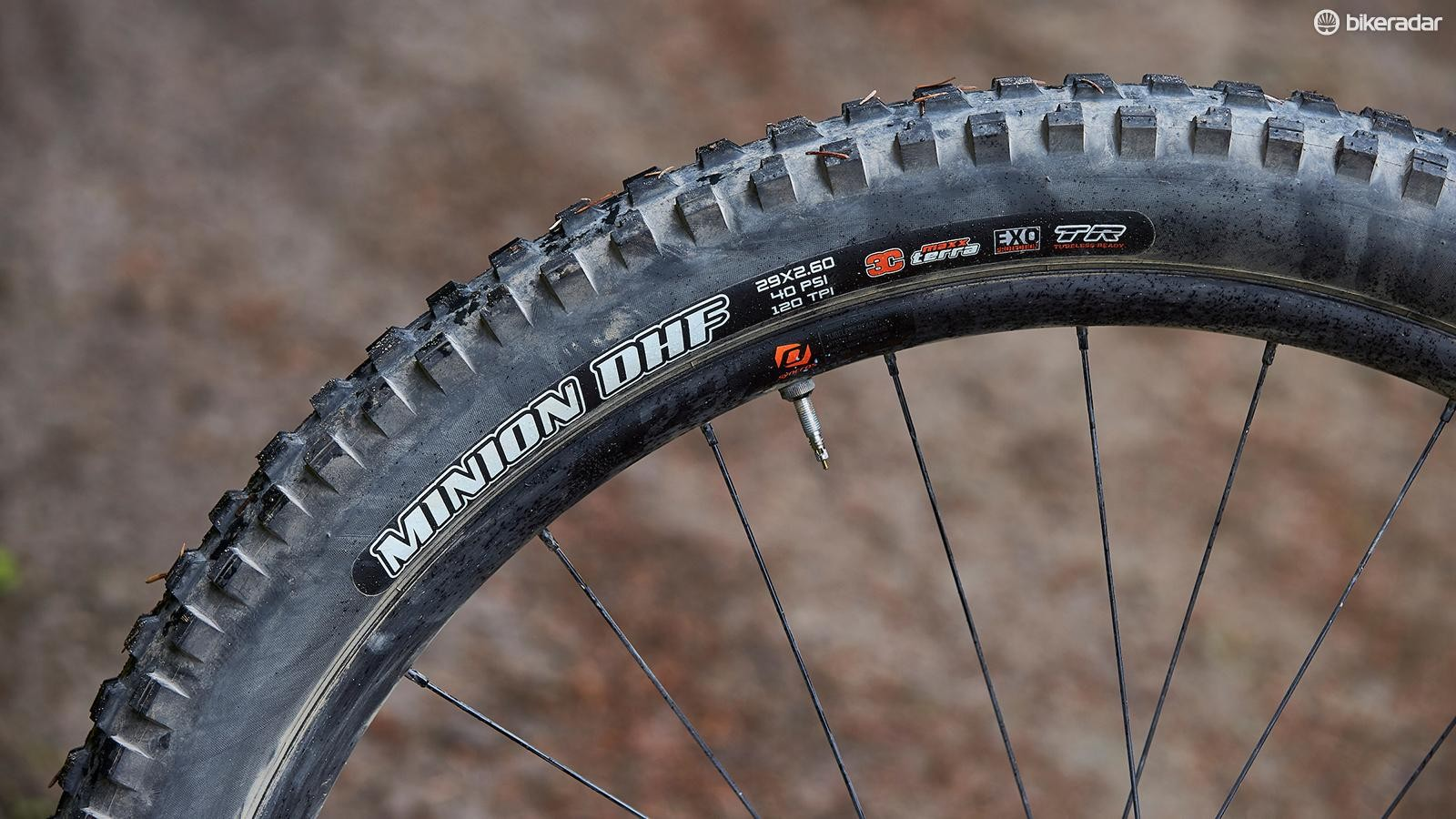 Massive 29x2.6in Maxxis rubber offers a serious amount of traction and comfort on really rough terrain