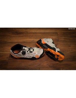 The Scott Shr-Alp RS is a trail shoe with a medium level of flex, rubber lugs and a Boa closure