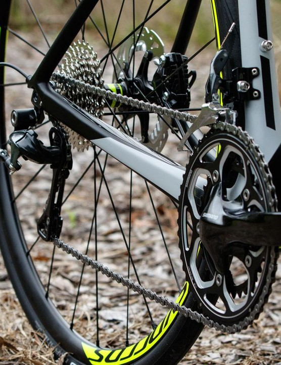 The Solace 10 Disc offers ultra wide range gearing. That's a 50/34t compact crank on the front matched to an 11-32t cassette at rear. Can't make it up the steepest hill near you? Can't blame this bike