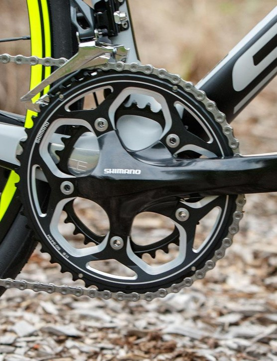 The Shimano non-series RS500 crankset is used for a wider stance in order to clear the 142mm rear axle width. However, we still feel a lighter crankset is deserved on a bike of this price
