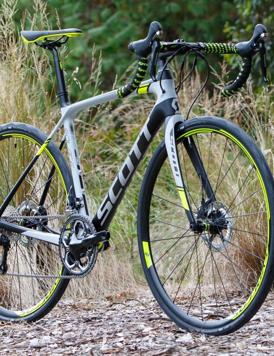 The Scott Solace 10 Disc 2016 is a bike with a few highlights that really pop