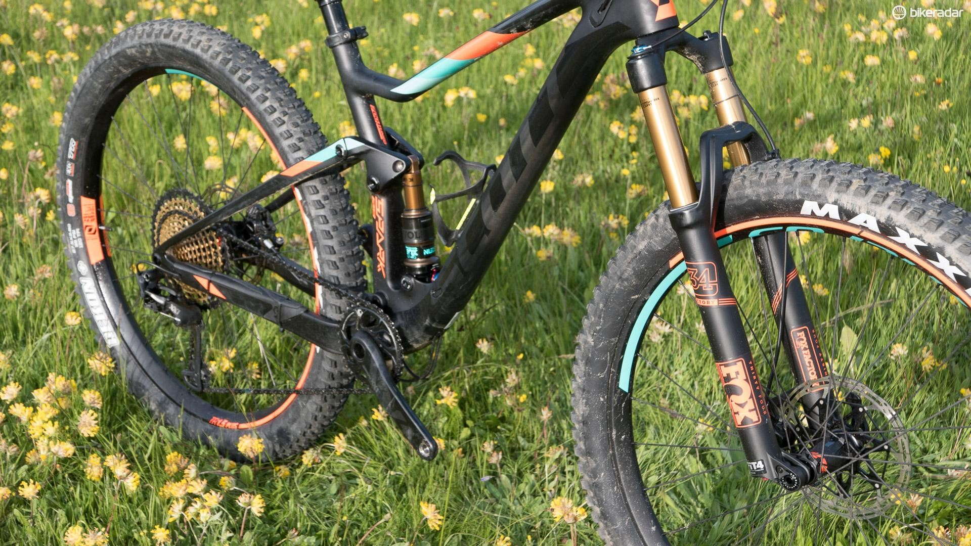 While it shares the same frame layout and suspension design as the rest of the Spark range, this bike is built from the ground up to use mid-fat rubber