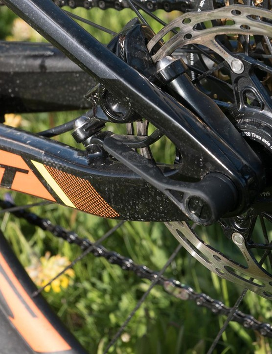 The seatstay pivot is gone in favour of a flex stay design. It's lighter and scott say it doesn't impact suspension performance