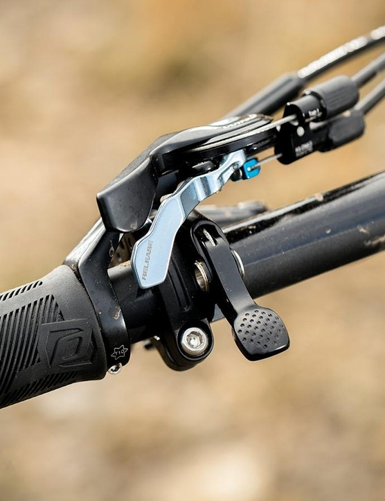 The TwinLoc bar lever allows for handy suspension tweakage on the go