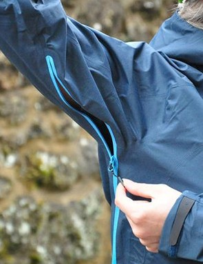 Scott uses zip-open underarm vents