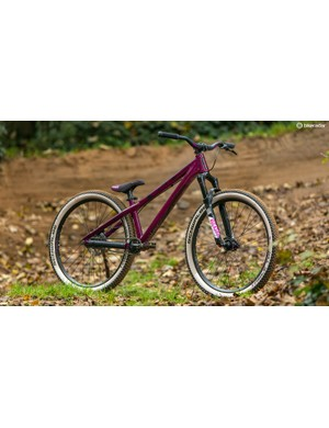 With its long and low frame, Scott's Voltage YZ 0.1 is made for manualling