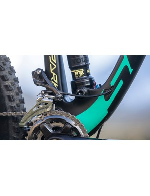 The Contessa Spark Plus comes with a Shimano XT 2x11 gearing set up