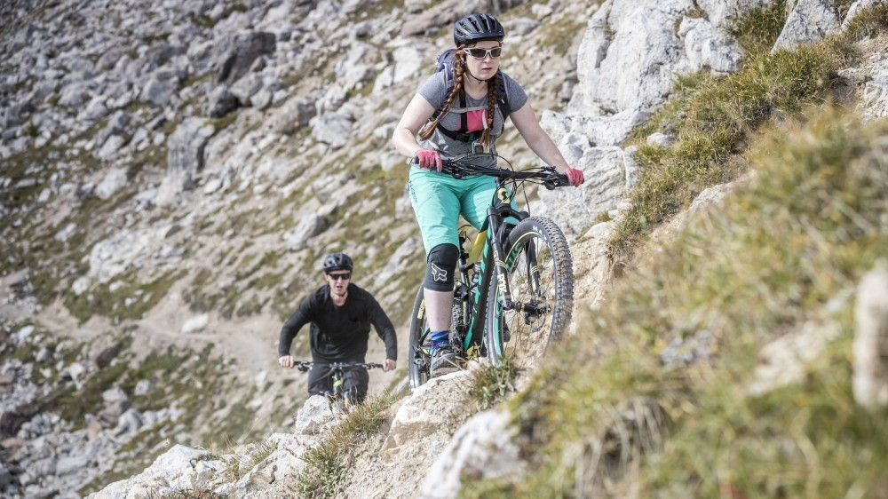 Plus-sized wheels with Maxxis Reckon 2.8 tyres made short work of rocky, loose terrain