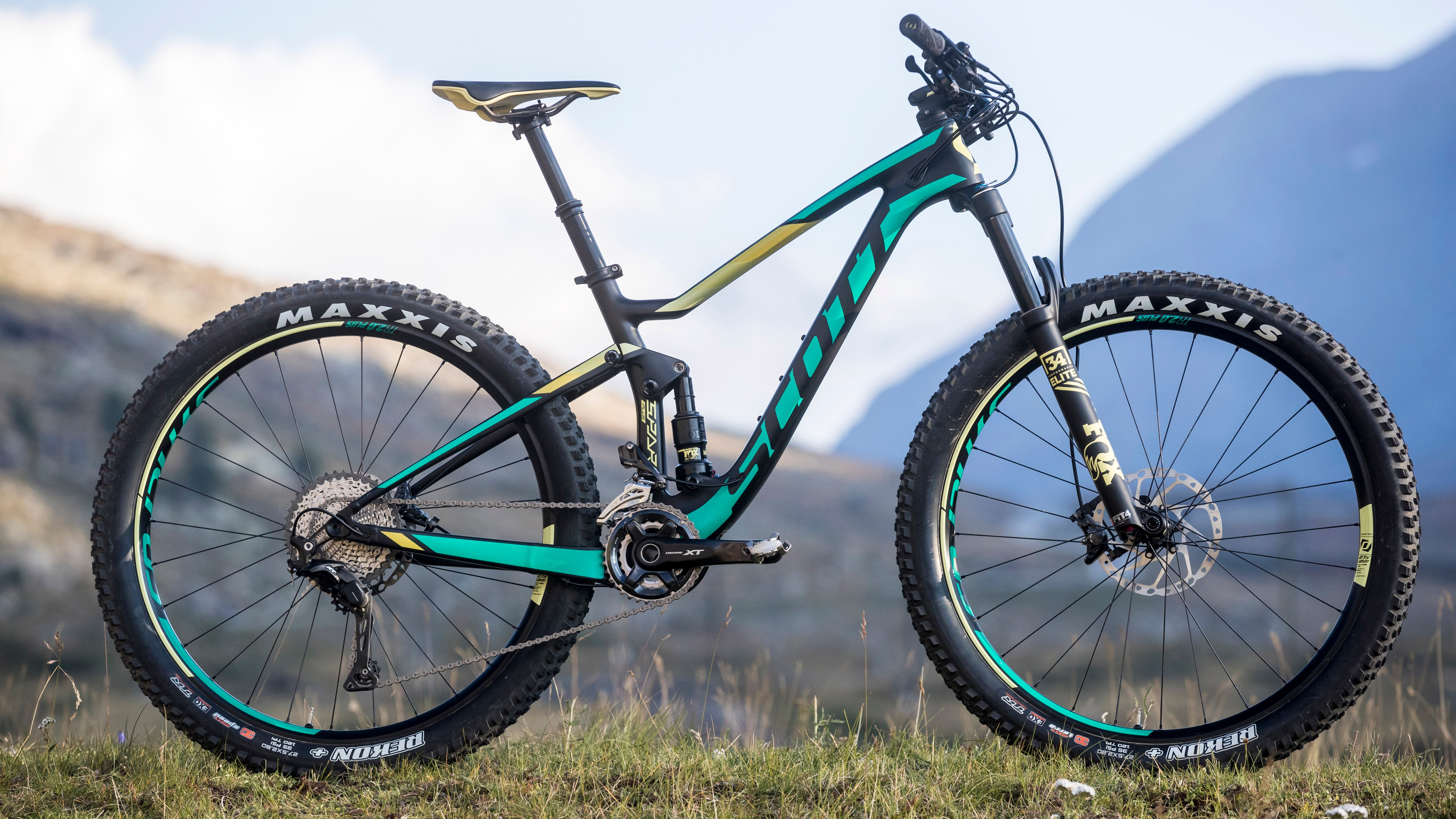 The Scott Contessa Spark 710 Plus with carbon frame and Shimano XT groupset