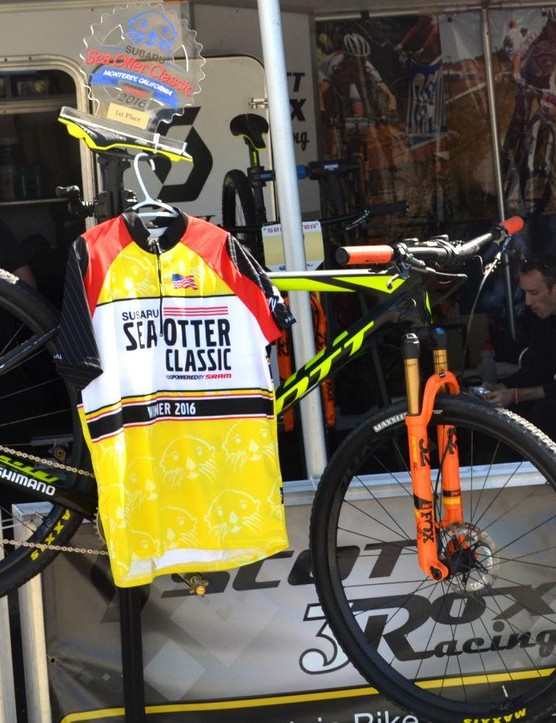 Canadian cross-country specialist Geoff Kabush piloted this Scott Scale to first place in the Sea Otter pro short track