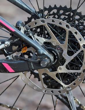 Shimano SLX M7000 disc brakes provide the stopping power