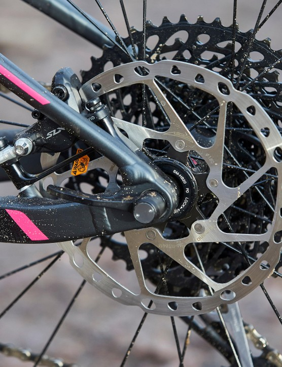 Shimano SLX M7000 disc brakes provide the stopping power