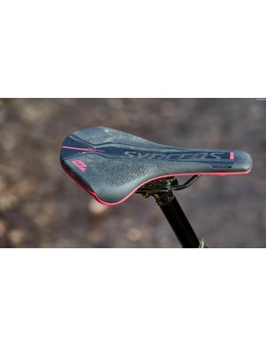 The Contessa Spark is fitted with a women's-specific Syncros FL2.0 saddle