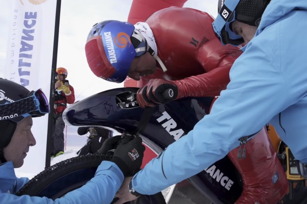 Frenchman Eric Barone has beaten his own downhill speed record by topping 141mph on a ski slope in the French resort of Vars