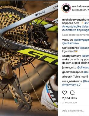 A screenshot of the detailed image showing SRAM's Wireless Eagle eTap rear derailleur on Nino Schurter's bike