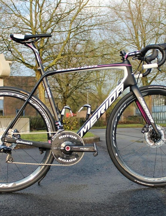 The new Merida Scultura Disc weighs 900g in size 54cm
